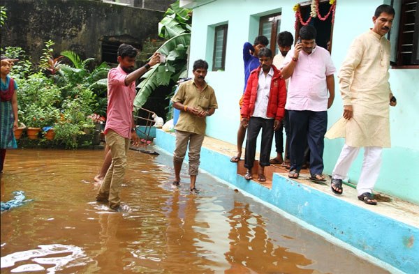 Nalin visit to rain affected areas (2)