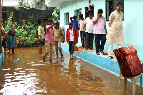 Nalin visit to rain affected areas (3)