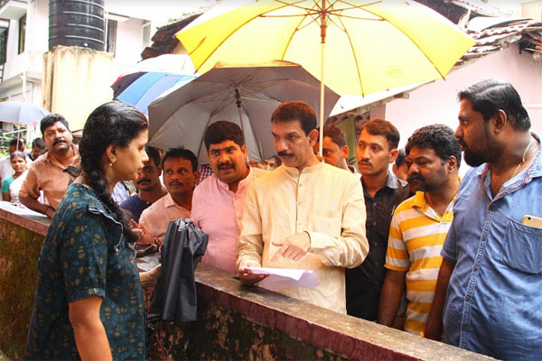 Nalin visit to rain affected areas (5)