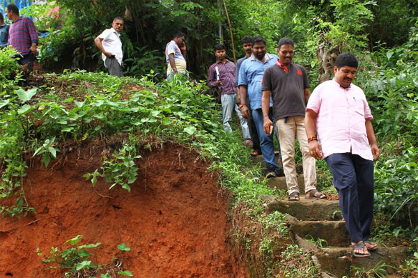 Nalin visit to rain affected areas (7)